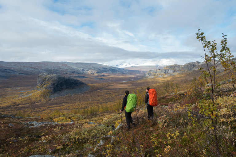 Vue sur Rapadalen dans la montée vers le Skierffe - Sarek
